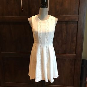 Closet clear out- off white Jessica Simpson dress